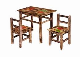 Døevìný stolek s obrázkem - zvìtšit obrázek